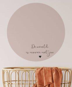 muurcirkel de wereld is mooier met jou kleur oud roze sfeer